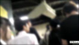 เด็กสาวนักเรียนญี่ปุ่นพาหนุ่มๆนั่งรถไฟให้ตามไปเย็ดกันถึงที่บ้าน
