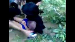 สาวอีสานเด็ก18 โดนลากไปเย็ดในป่า รุมโทรมเย็ดจนร้องไห้ เสร็จแล้วจบด้วยการโดนควยกระเด้าหีตามระเบียบ