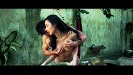 XXX#1ในฉากหนังไทย ที่คนดูเยอะสุดๆในเว็บ Pornhud เห็นหนุ่มหล่ออาบน้ำ เงี่ยนแก้ผ้าเอาหีไปล่อ แล้วก็เย็ด มีคนยืนดูด้วย