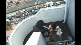 หนังโป๊ทางบ้านxซ่อนกล้อง แอบถ่ายคลิปวีดีโอจากตึกสูง พนักงานบัญชีจอมหื่นบังคับเมียดูสิดกระปู๋ควย บันไดหนีไฟมันยังเกือบจะเย็ดกันเลย